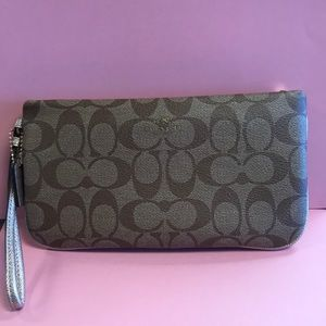 Coach wristlet khaki and gold NEW NEVER USED